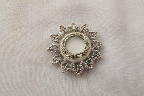 snow-lily-brooch