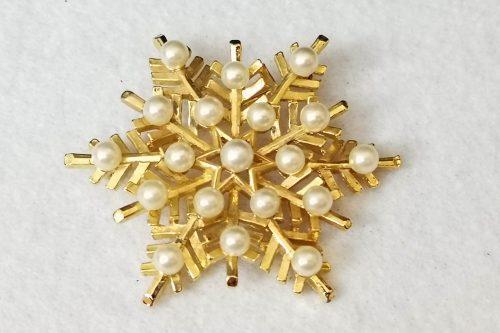 trifari-snowflake-brooch