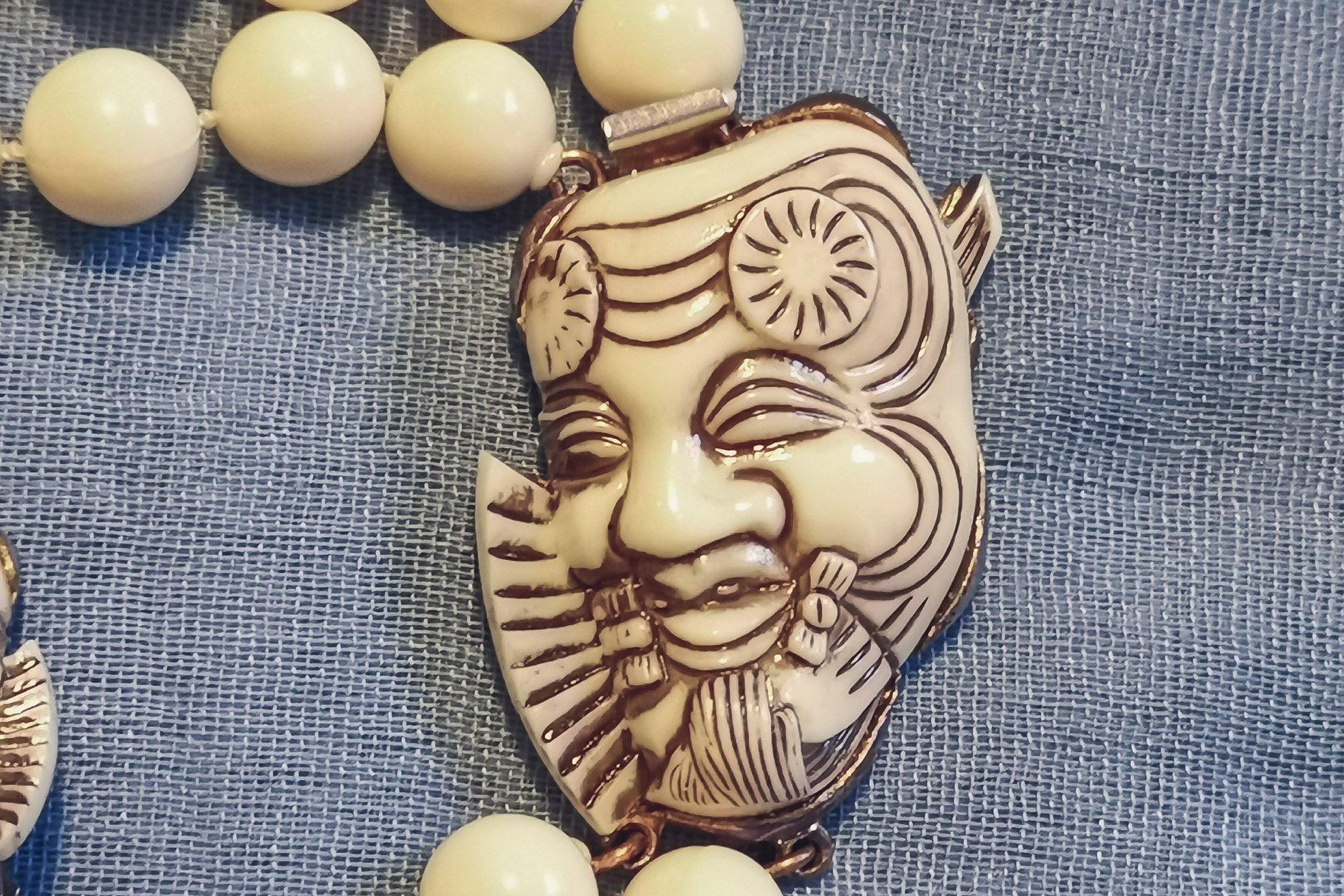 selro-selini-noh-mask-necklace-set