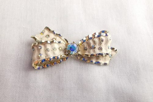 Jewelcraft coro vintage bow brooch