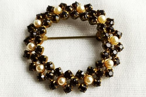 garnet glass wreath brooch