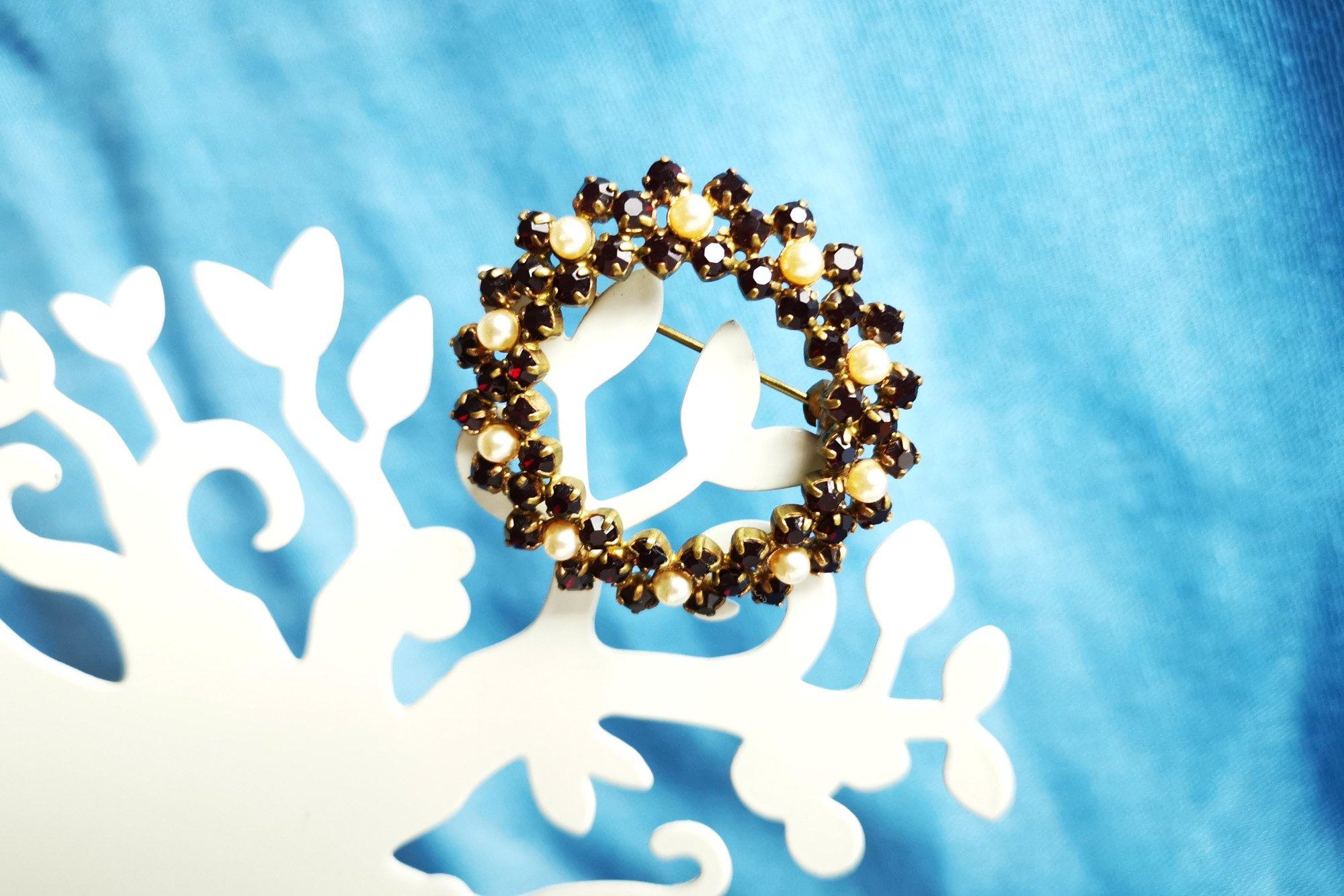 garnet glass wreath brooch